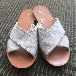 Nantucket sole slides in off white canvas